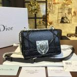 Luxury Diorama Club 18cm Bag Crackle Calfskin Leather Wiith Shagreen Badge Pre-Fall 2016 Collection, Black With Silver Chain