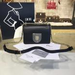 Luxury Replica Diorama Club 18cm Bag Glossy Calfskin Leather Wiith Shagreen Badge Pre-Fall 2016 Collection, Black With Silver Chain